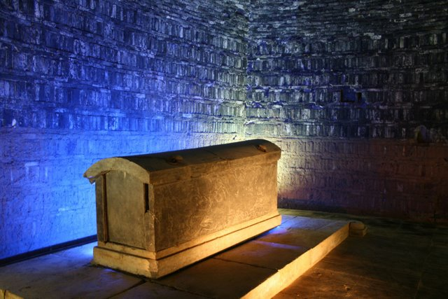 Tomb_of_Emperor_Xuanwu_of_Northern_Wei_coffin